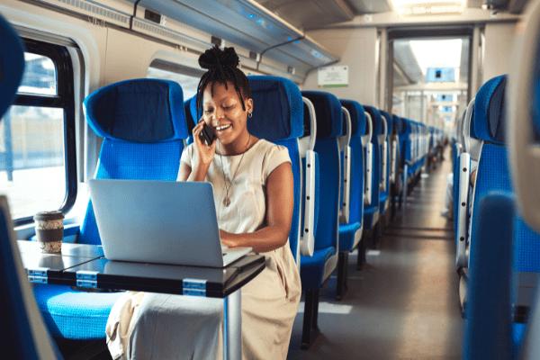 jeune femme dans le train